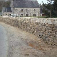 Reconstruction d''un mur au vieux bourg de Saint Lormel