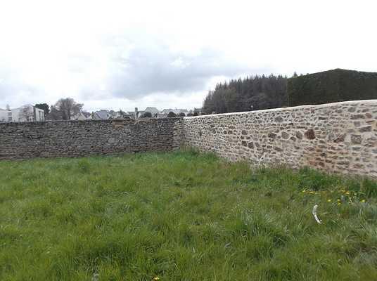 Mur de droite réfection des joints du mur d''enceinte du cimetière à Pleurtuit 0